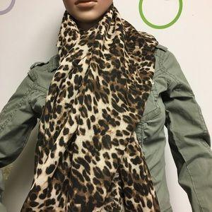 Guess leopard print square scarf 46x46